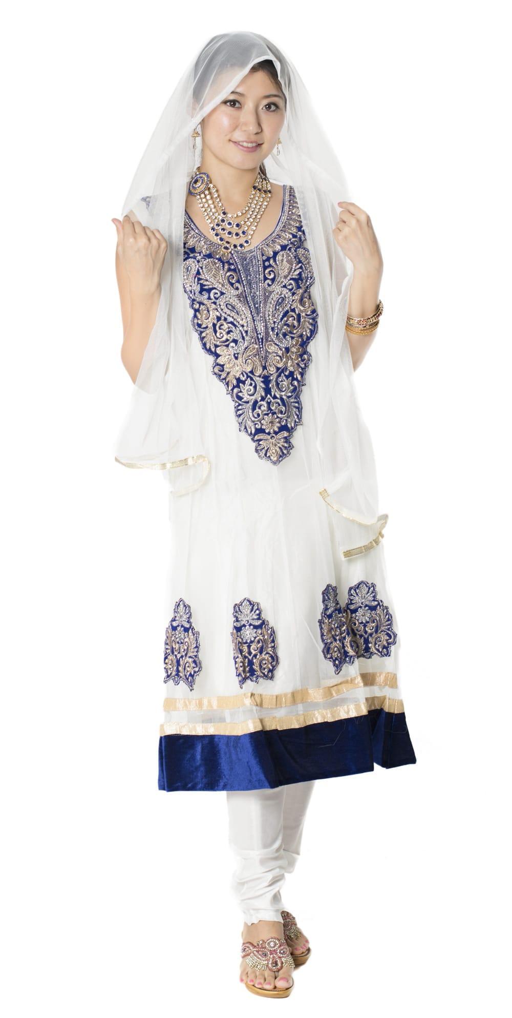 サフェードのパンジャビドレス 3点セット 白×濃青の写真