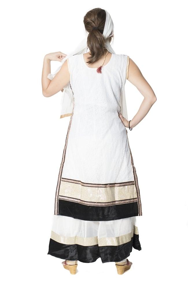 サフェードのパンジャビドレス 3点セット 白×黒 3 - 後ろ姿です。