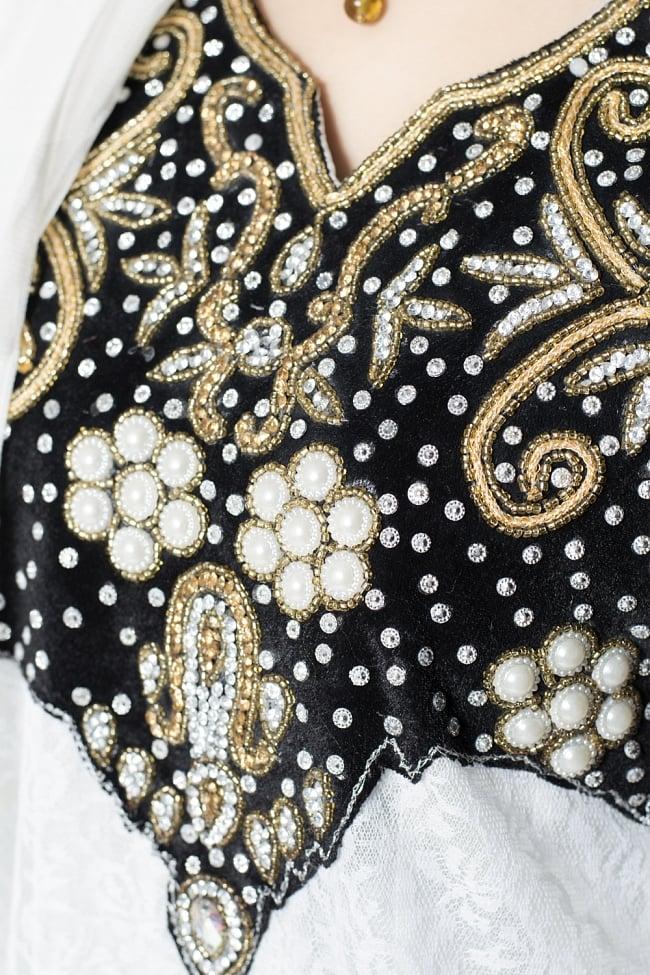 サフェードのパンジャビドレス 3点セット 白×黒 5 - 刺繍やスパンコールで華やかに飾られています。