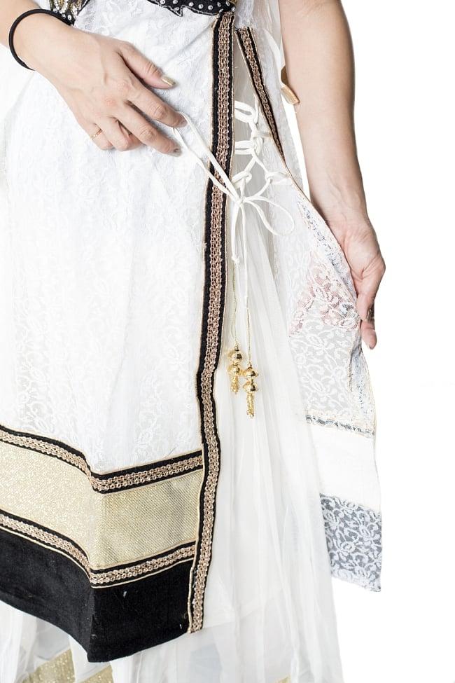 サフェードのパンジャビドレス 3点セット 白×黒 6 - 側面にスリットが入っていて洗練された印象です。