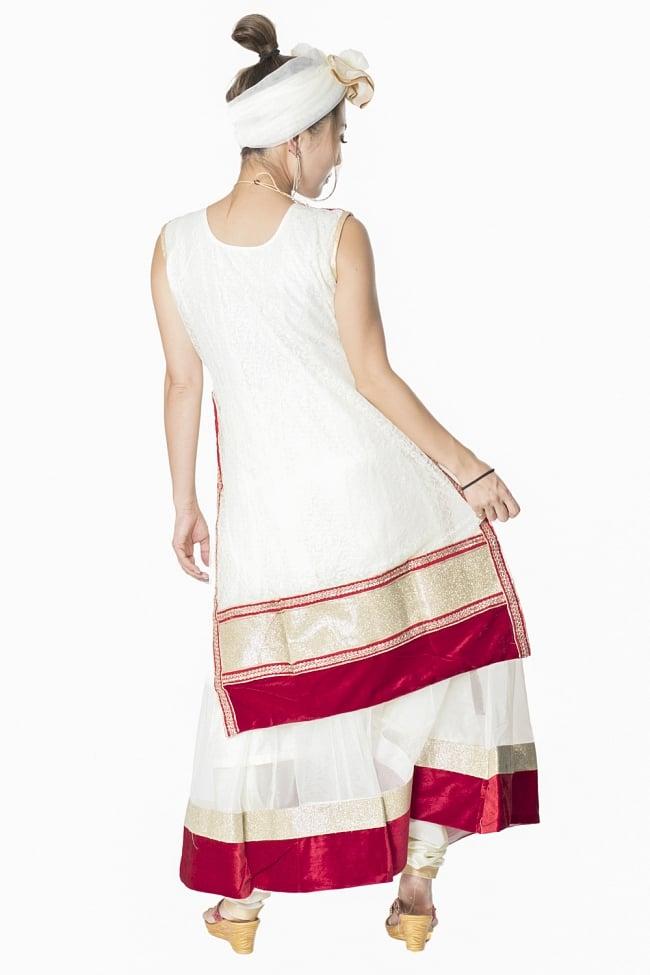 サフェードのパンジャビドレス 3点セット 白×赤 3 - 後ろ姿です。