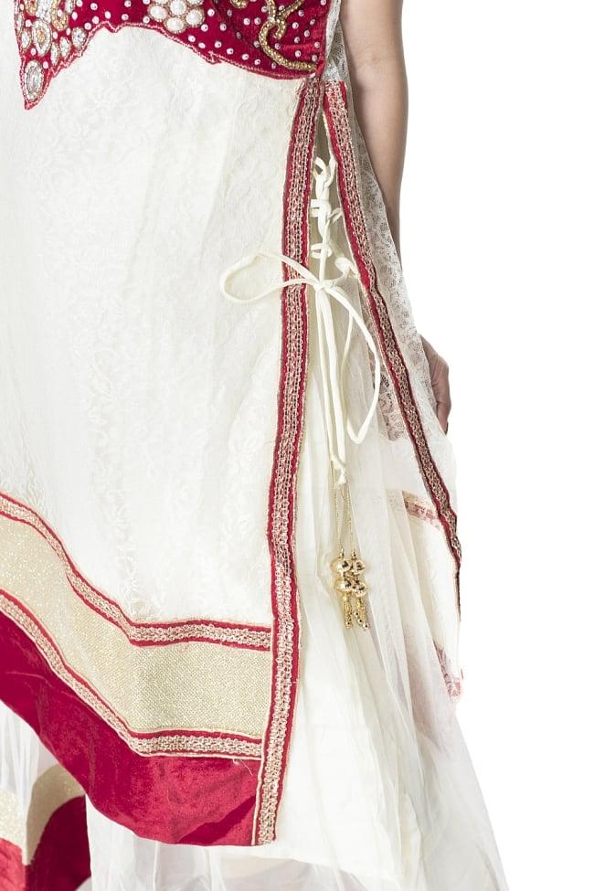 サフェードのパンジャビドレス 3点セット 白×赤 6 - 側面にスリットが入っていて洗練された印象です。