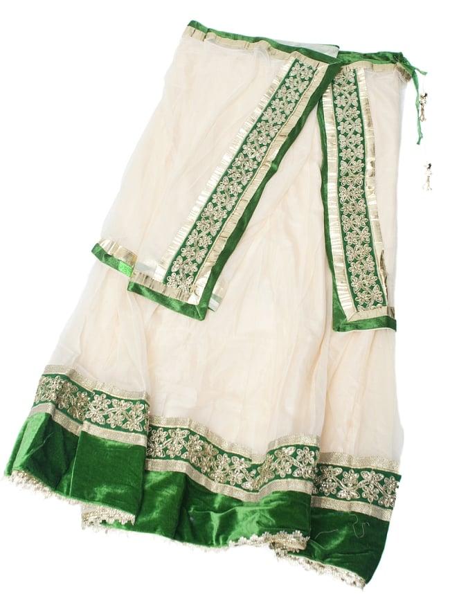 サフェードのレヘンガ 白×緑の写真10 - スカートとショールは一体になっています。