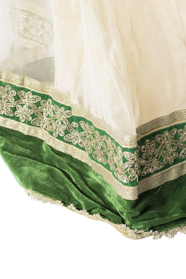サフェードのレヘンガ 白×緑の写真7 - 裾をアップにしてみました。