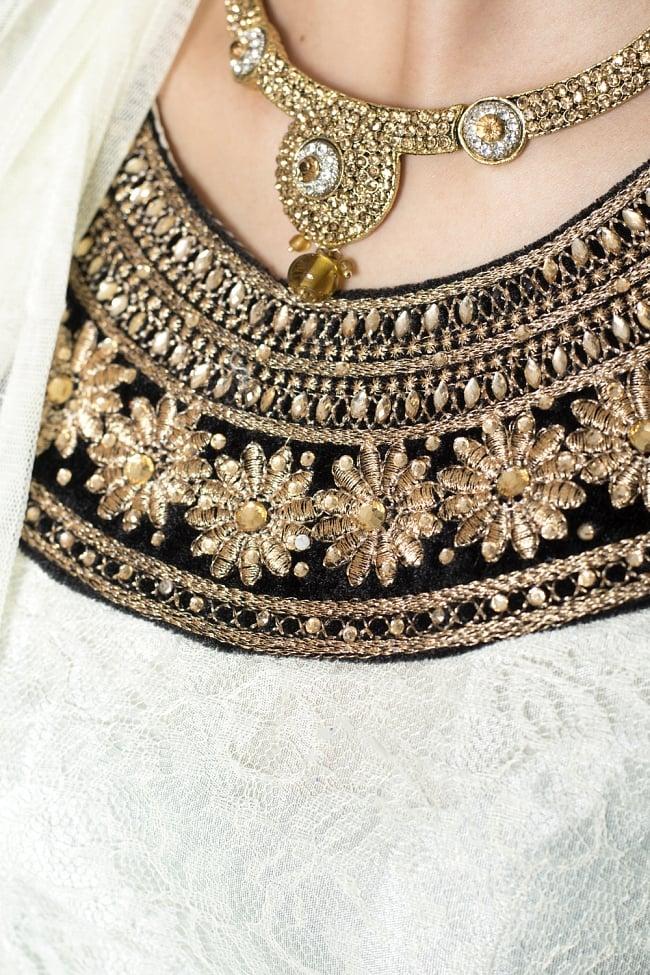 サフェードのパンジャビドレス 3点セット クリーム×黒の写真5 - 刺繍やスパンコールで華やかに飾られています。