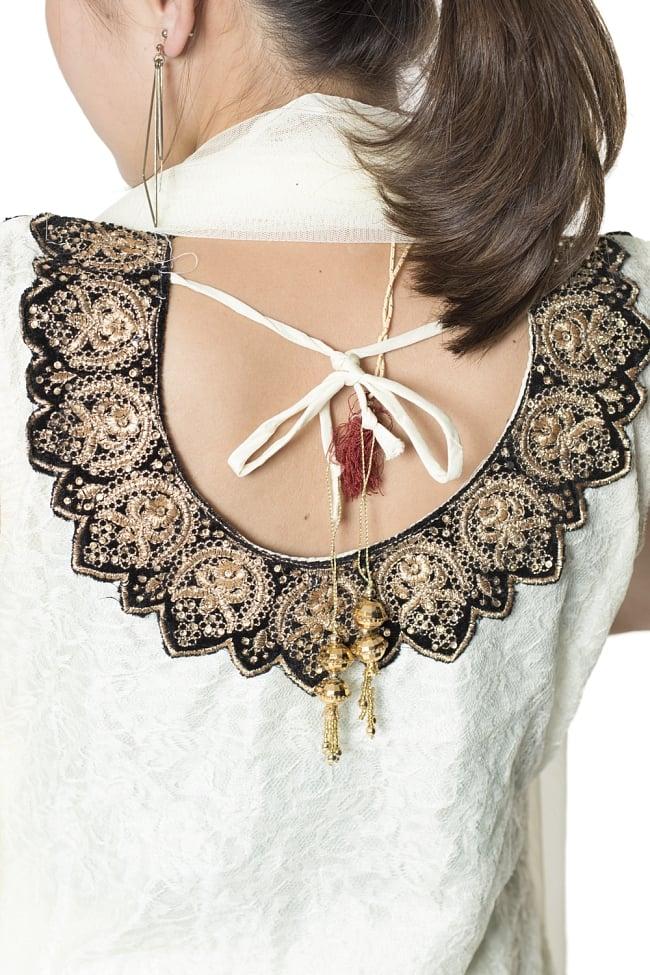サフェードのパンジャビドレス 3点セット クリーム×黒の写真7 - 背中側にもぐるりと刺繍が回っています。艶やかで素敵ですね。