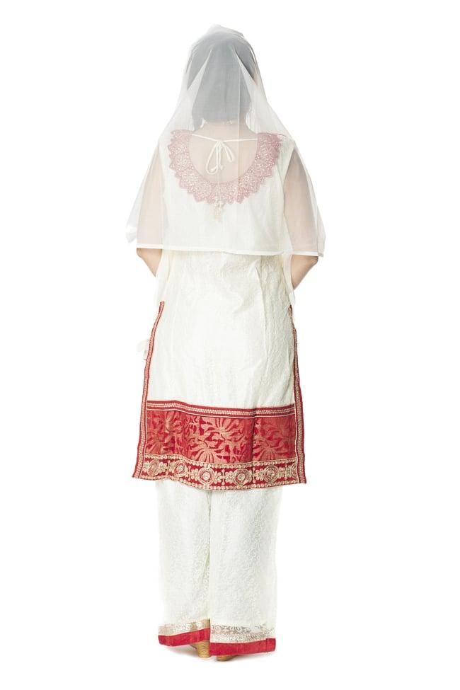 サフェードのパンジャビドレス 3点セット 白×赤の写真3 - 後ろ姿です。