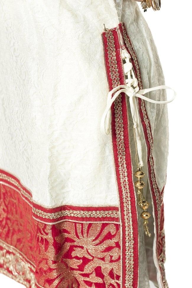 サフェードのパンジャビドレス 3点セット 白×赤の写真6 - 側面にスリットが入っていて洗練された印象です。