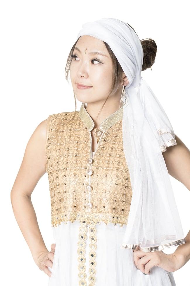 サフェードのパンジャビドレス 4点セット 白×金色 4 - 豪華な胸元の様子です。