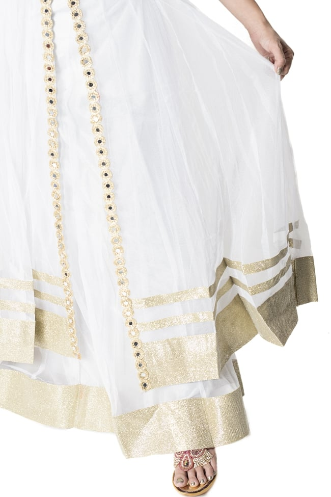 サフェードのパンジャビドレス 4点セット 白×金色の写真7 - 足元の様子です。
