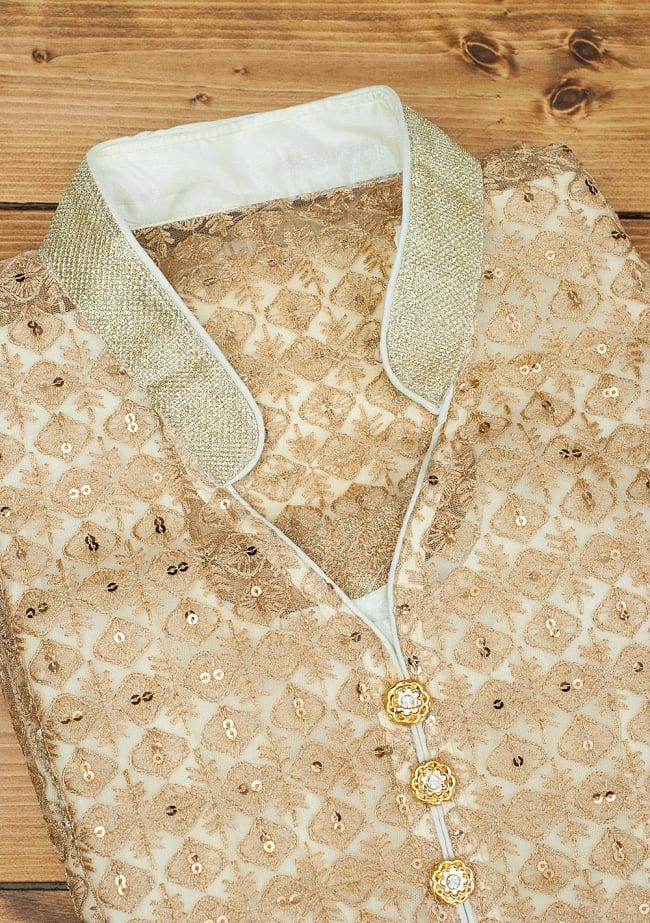 サフェードのパンジャビドレス 4点セット 白×金色の写真13 - インドで現地の方向けに造られている商品のため、襟などが非対称であったりします。ご了承のうえお買い求めください。