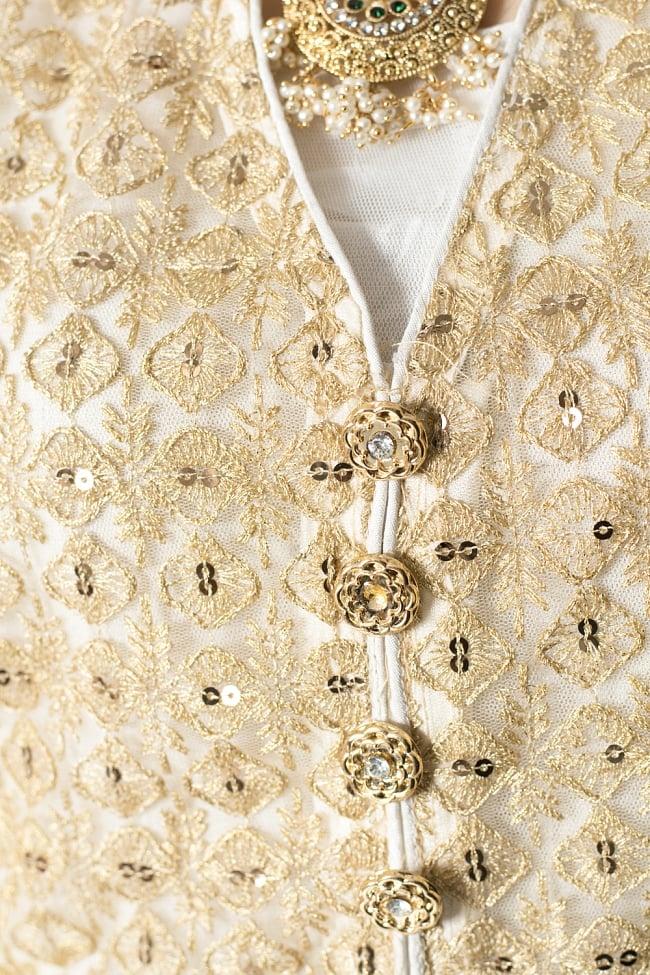 サフェードのパンジャビドレス 4点セット 白×金色の写真6 - 金色にキラキラ光ってとても素敵です。