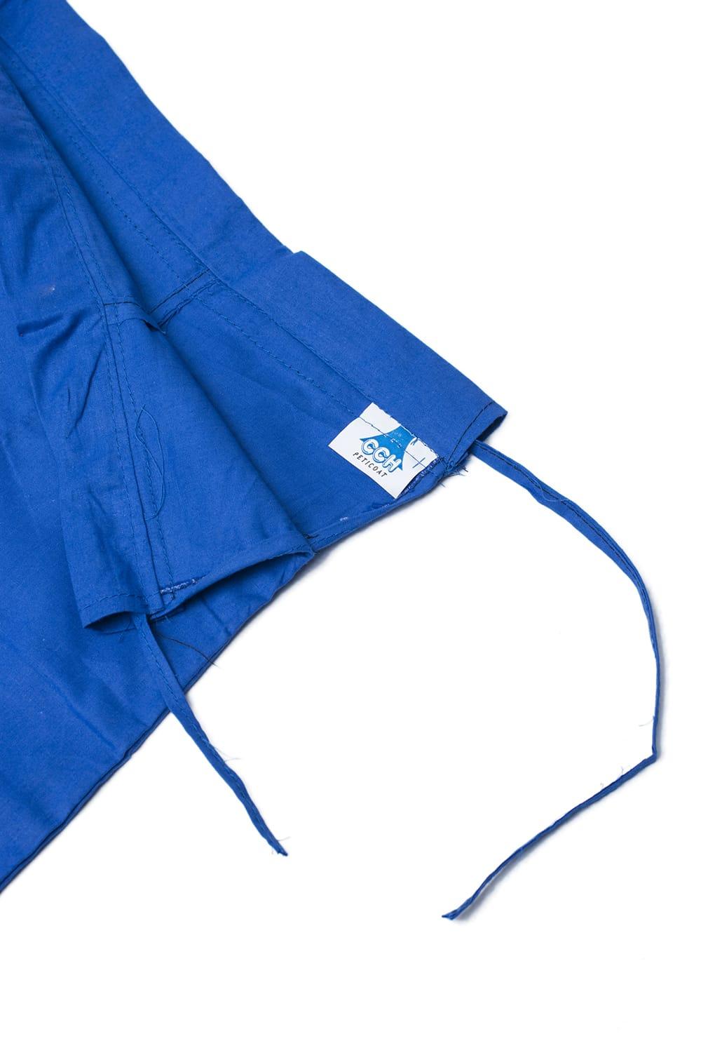 サリーの下に着るペチコート ブルー 4 - ウエストは紐で絞るタイプになります。