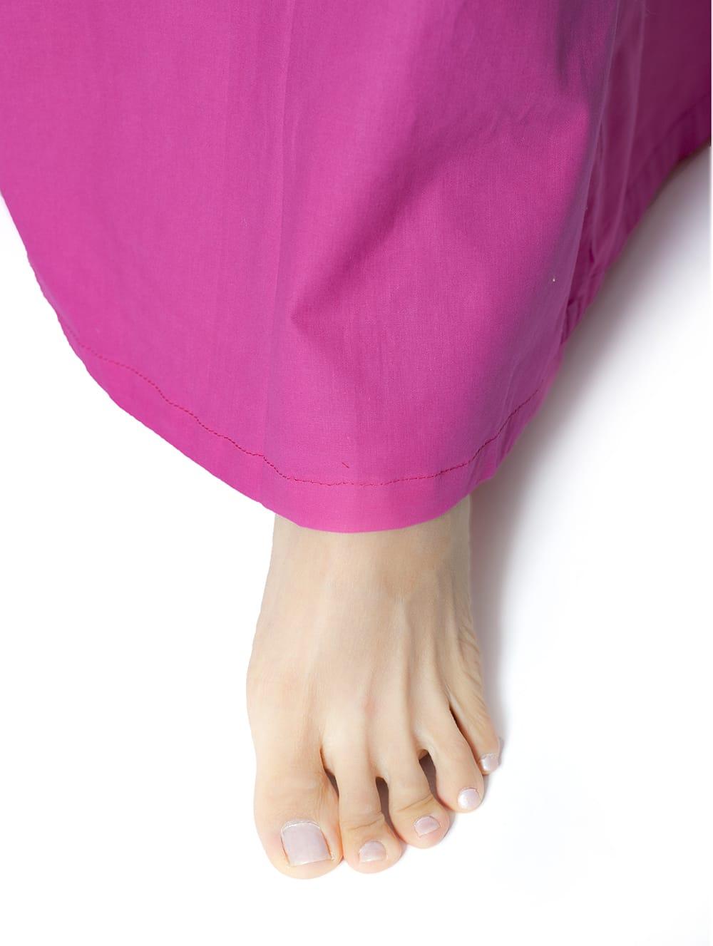 サリーの下に着るペチコート ホワイト 6 - このように紐で調整できるフリーサイズ(最大ウエスト100cm程度)です。