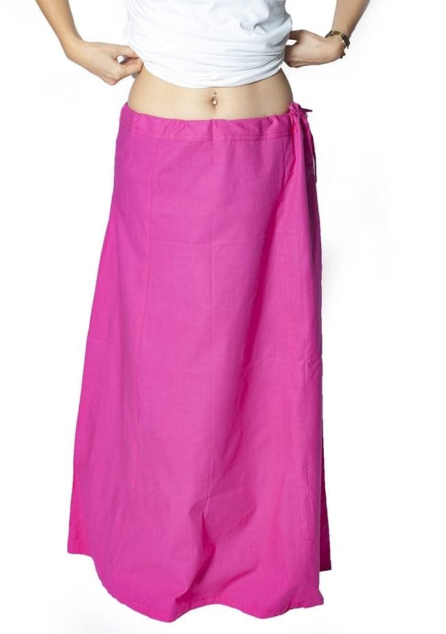 サリーの下に着るペチコート - 濃赤 5 - 余裕をもって長めのサイズになっていますので、たくし上げるなどして調整してください。