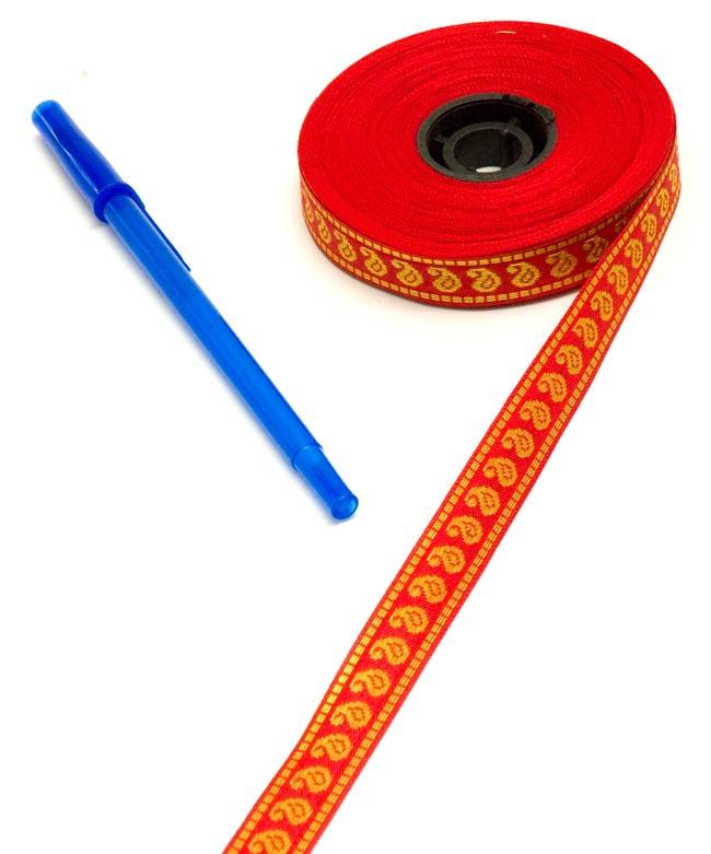 チロリアンテープ-メーター売(細幅 15mm) 3 - ボールペンと比較してみました。大きさが分かりますね。