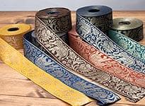 インドとアジアの布のセール品:[セール品]蓮とゾウのチロリアンテープ-約16mロール売り【中幅 約4cm】