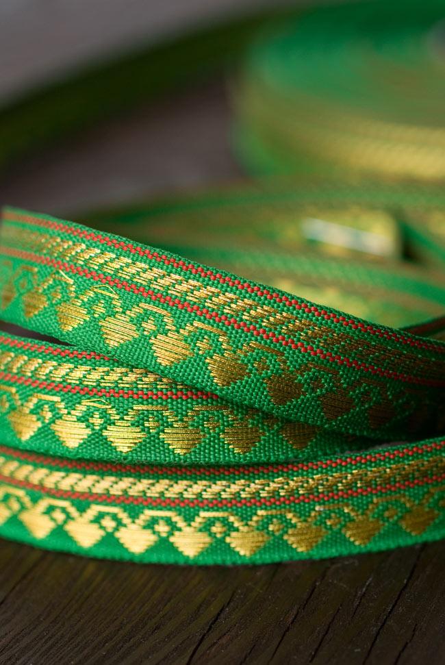 (幅:約1cm)細幅のチロリアンテープ (1m売り) - 緑 4 - 光の当たる角度によって表情が変わります。