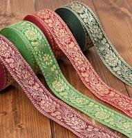 インドとアジアの布のセール品:[日替わりセール品]花とつる草のチロリアンテープ-約16mロール売り【中幅 約4cm】