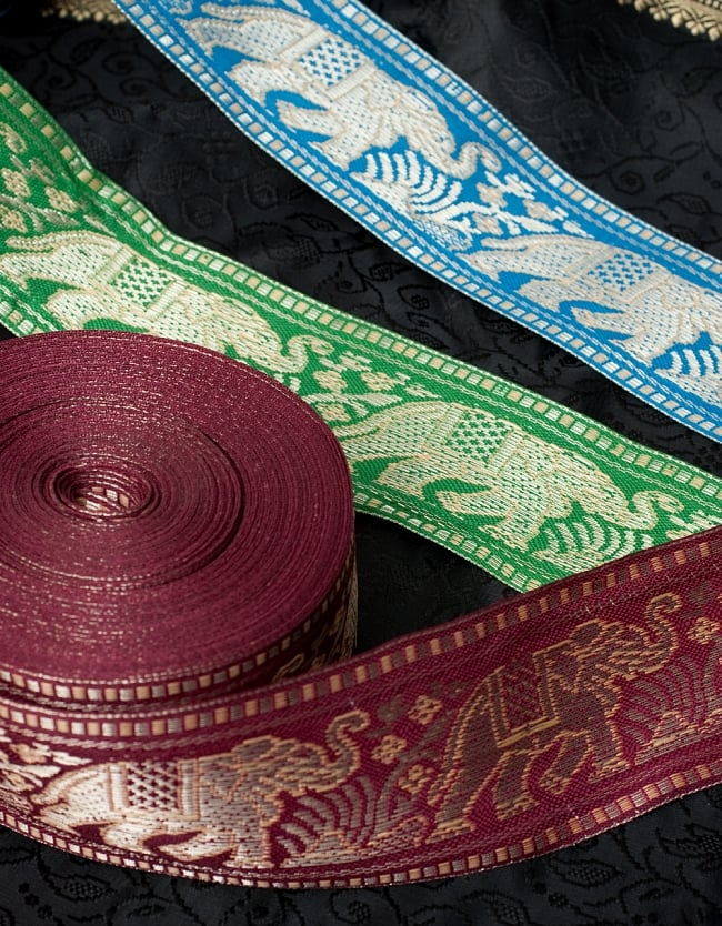 象のチロリアンテープ-約16mロール売り-太幅 約5cm【水色】 6 - 背景の色によって、引き立つ色が変わりますね