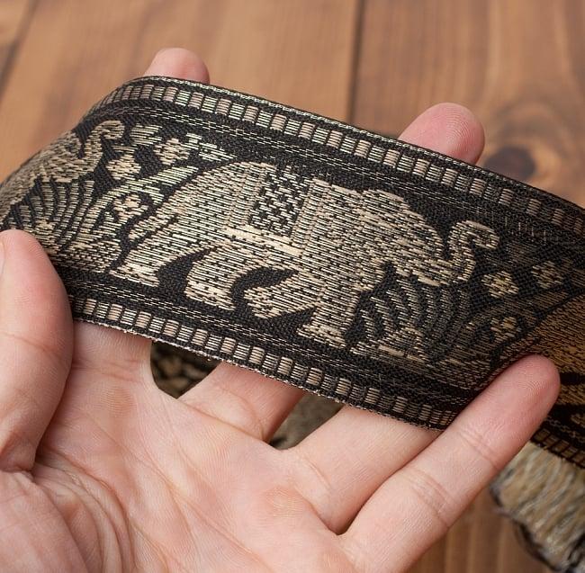 象のチロリアンテープ-メーター売り-太幅 約5cm【黒色】の写真4 - サイズ比較のために手に持ってみました