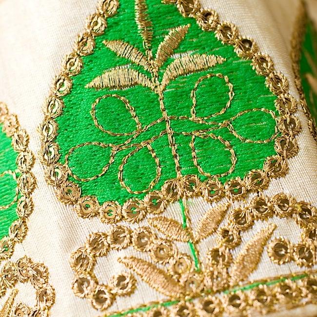 ハートツリーチロリアンテープ  緑- メーター売り【幅 約9cm】の写真2 - アップにしてみました!しっかりした刺繍とビーズがとても可愛く、上品です^^