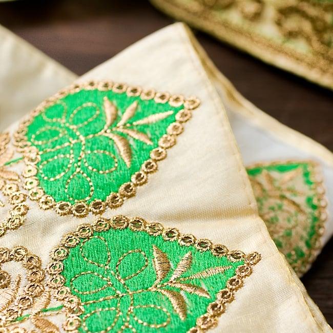 ハートツリーチロリアンテープ  緑- メーター売り【幅 約9cm】の写真3 - 光沢感のある布に金糸が美しく映えます!
