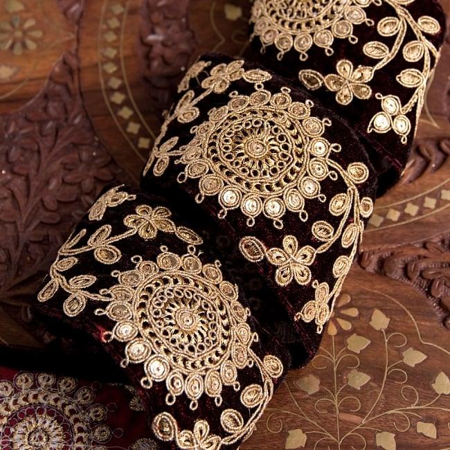 チロリアンテープ メーター売 - 金糸が美しい ベルベット生地と更紗模様のゴータ刺繍〔幅:約6.5cm〕 2 - 他にはないとても素敵な雰囲気