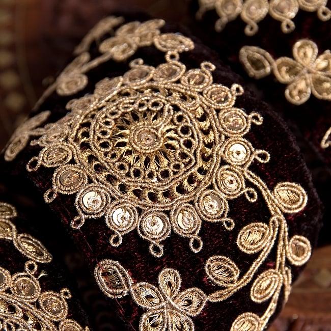 チロリアンテープ メーター売 - 金糸が美しい ベルベット生地と更紗模様のゴータ刺繍〔幅:約6.5cm〕 3 - 拡大写真です