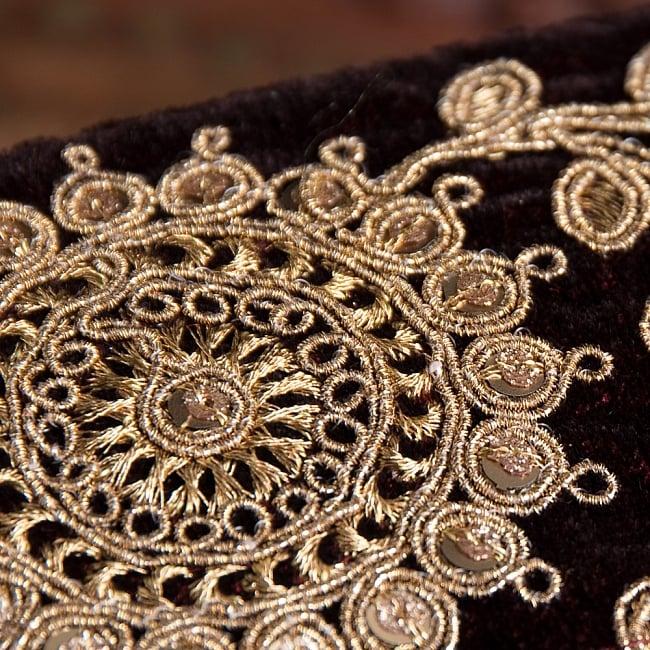 チロリアンテープ メーター売 - 金糸が美しい ベルベット生地と更紗模様のゴータ刺繍〔幅:約6.5cm〕 4 - 別の角度からの写真です