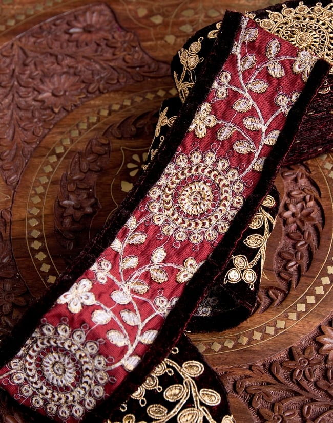 チロリアンテープ メーター売 - 金糸が美しい ベルベット生地と更紗模様のゴータ刺繍〔幅:約6.5cm〕 5 - 裏面はこのようになっています