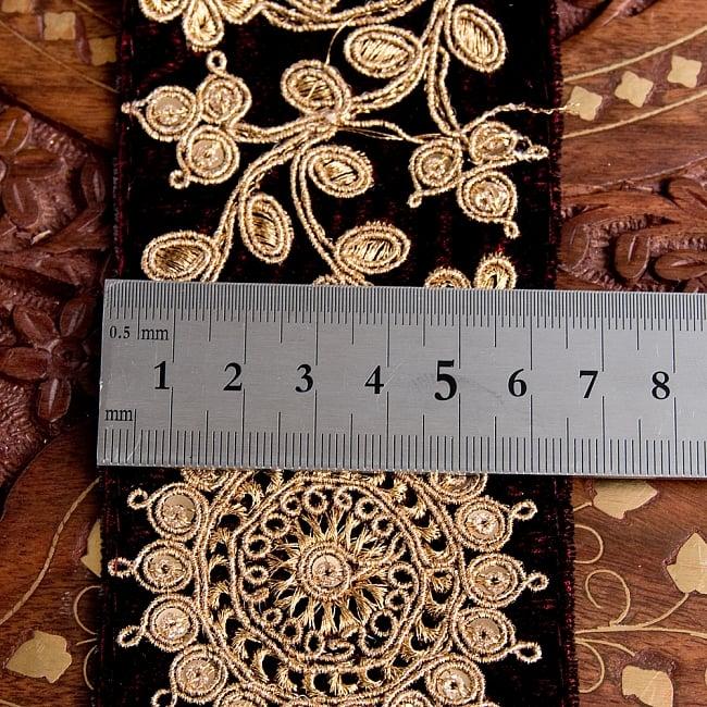 チロリアンテープ メーター売 - 金糸が美しい ベルベット生地と更紗模様のゴータ刺繍〔幅:約6.5cm〕 6 - 横幅はこのようになります。長さは、メートル単位の切り売りとなります。