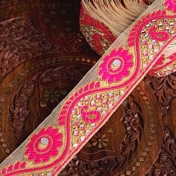 〔各色あり〕チロリアンテープ メーター売 - 色鮮やか ミラーワークと花柄のカッチ刺繍〔幅:約5.2cm〕