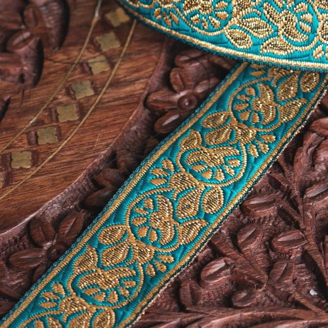 約9m ロール売り〔各色あり〕チロリアンテープ 美しい光沢感 更紗模様のブロケード〔幅:約2.3cm〕 4 - 別の角度から