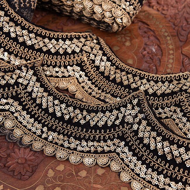 チロリアンテープ メーター売 - 金糸が美しい 更紗模様のゴータ刺繍〔幅:約10cm〕 - 黒ベロア 2 - 拡大写真です
