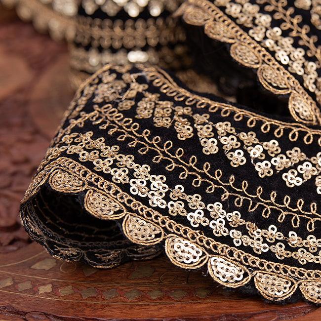 チロリアンテープ メーター売 - 金糸が美しい 更紗模様のゴータ刺繍〔幅:約10cm〕 - 黒ベロア 4 - 別の角度から