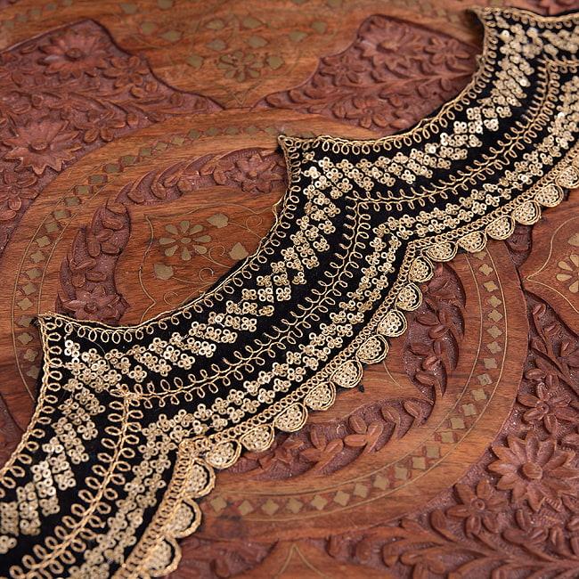 チロリアンテープ メーター売 - 金糸が美しい 更紗模様のゴータ刺繍〔幅:約10cm〕 - 黒ベロアの写真