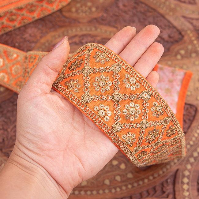 【全7色】 チロリアンテープ メーター売 - 金糸が美しい 更紗模様のゴータ刺繍〔幅:約5.8cm〕 - ハンデラバード 6 - 手にとってみました