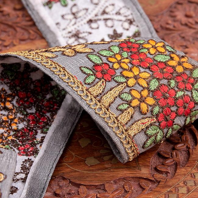 【極太幅8cm】 チロリアンテープ メーター売 - 金糸が美しい 更紗模様のゴータ刺繍  - 満開 4 - 別の角度からの写真です