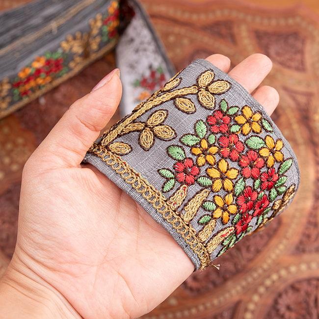 【極太幅8cm】 チロリアンテープ メーター売 - 金糸が美しい 更紗模様のゴータ刺繍  - 満開 6 - 手にとってみました