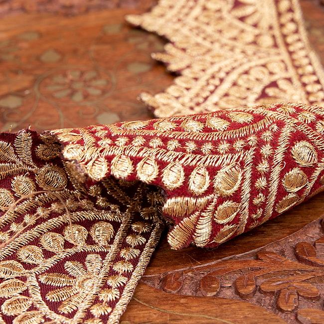 チロリアンテープ メーター売 - 金糸が美しい 更紗模様のゴータ刺繍  〔幅:約6.5cm〕 メヘンディ 寒色 4 - 別の角度からの写真です