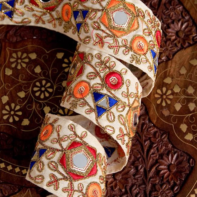 約9m チロリアンテープ ロール売  〔各色あり〕チロリアンテープ - 金糸が美しい ミラーワーク刺繍〔幅:約6.5cm〕 2 - 他にはないとても素敵な雰囲気
