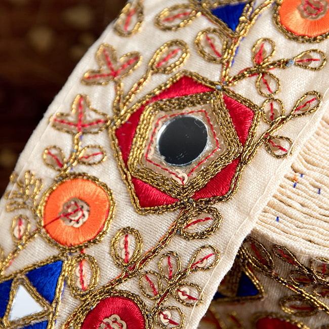 約9m チロリアンテープ ロール売  〔各色あり〕チロリアンテープ - 金糸が美しい ミラーワーク刺繍〔幅:約6.5cm〕 3 - 拡大写真です