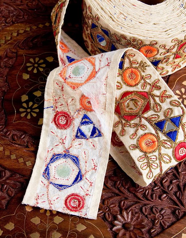 約9m チロリアンテープ ロール売  〔各色あり〕チロリアンテープ - 金糸が美しい ミラーワーク刺繍〔幅:約6.5cm〕 5 - 裏面はこのようになっています