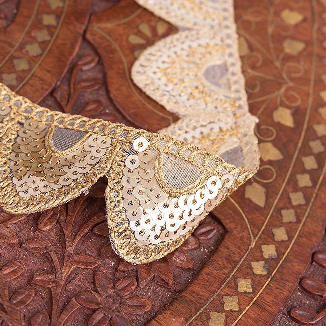 約9m チロリアンテープ ロール売 - 金糸が美しい 更紗模様のゴータ刺繍〔幅:約4cm〕 - 鱗 2 - 拡大写真です