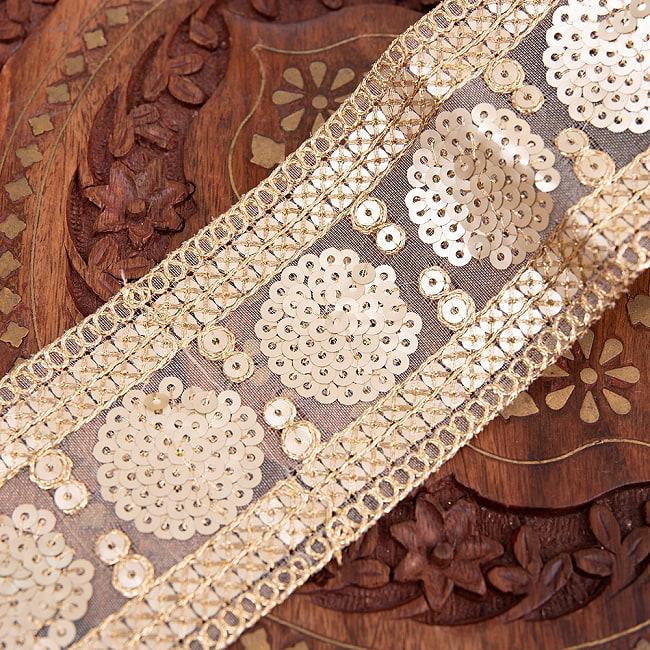 チロリアンテープ メーター売 - 金糸が美しい 更紗模様のゴータ刺繍〔幅:約6.5cm〕 - マハル 2 - 拡大写真です