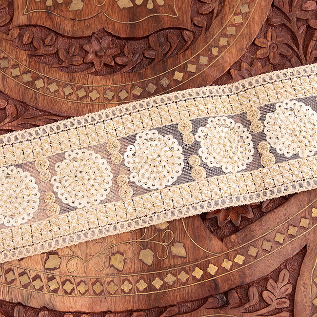 チロリアンテープ メーター売 - 金糸が美しい 更紗模様のゴータ刺繍〔幅:約6.5cm〕 - マハル 5 - 裏面はこのようになっております