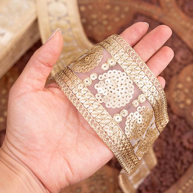 チロリアンテープ メーター売 - 金糸が美しい 更紗模様のゴータ刺繍〔幅:約6.5cm〕 - マハル 6 - 手にとってみました