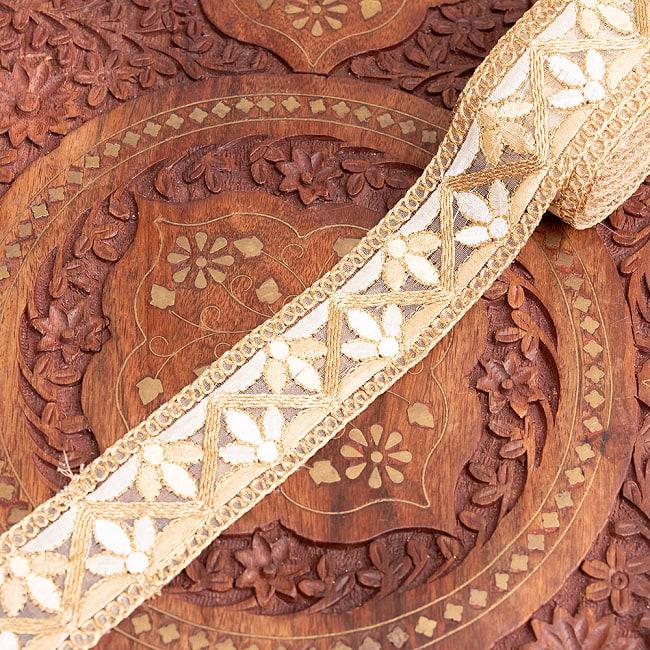 チロリアンテープ メーター売 - 金糸が美しい 更紗模様のゴータ刺繍  〔幅:約4cm〕 - みつ葉 8 - 1:金