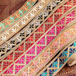 チロリアンテープ メーター売 - 金糸が美しい 更紗模様のゴータ刺繍  〔幅:約4cm〕 - みつ葉の商品写真